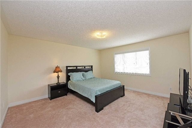 Detached at 5390 Freshwater Dr, Mississauga, Ontario. Image 11
