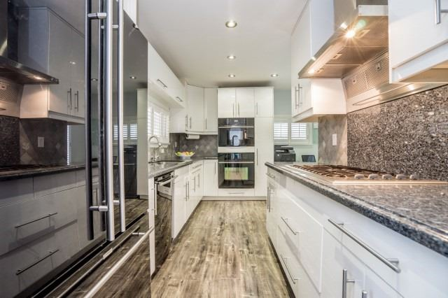 Detached at 7626 Redstone Rd, Mississauga, Ontario. Image 12