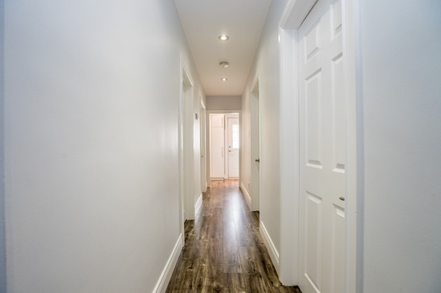Detached at 7626 Redstone Rd, Mississauga, Ontario. Image 7
