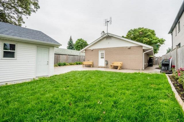 Detached at 7626 Redstone Rd, Mississauga, Ontario. Image 8