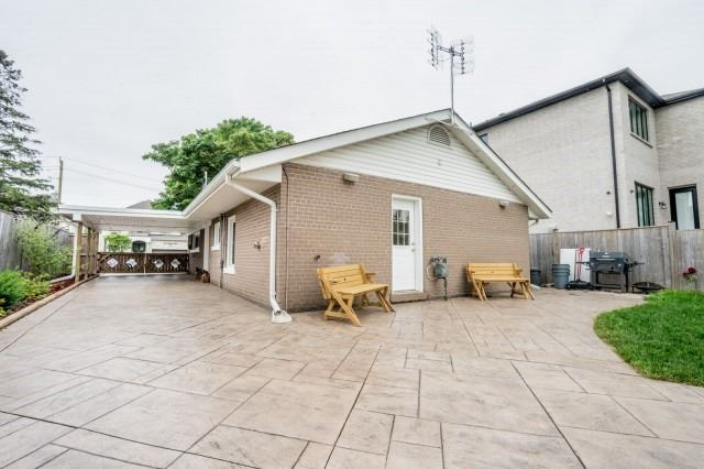 Detached at 7626 Redstone Rd, Mississauga, Ontario. Image 9