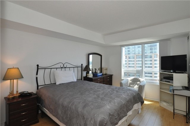 Condo Apartment at 3 Michael Power Pl, Unit 707, Toronto, Ontario. Image 6