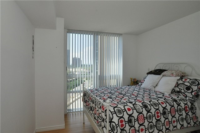Condo Apartment at 3 Michael Power Pl, Unit 707, Toronto, Ontario. Image 7