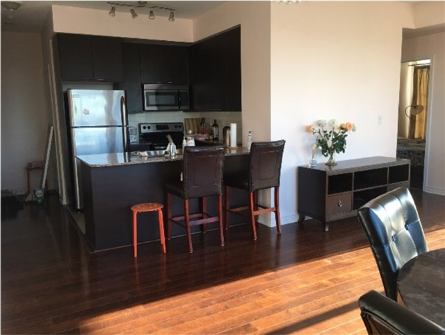 Condo Apartment at 385 Prince Of Wales Dr, Unit 1611, Mississauga, Ontario. Image 10