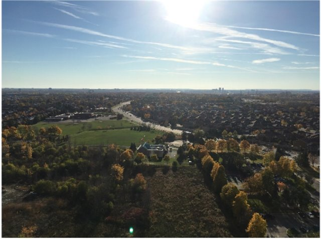 Condo Apartment at 385 Prince Of Wales Dr, Unit 1611, Mississauga, Ontario. Image 2