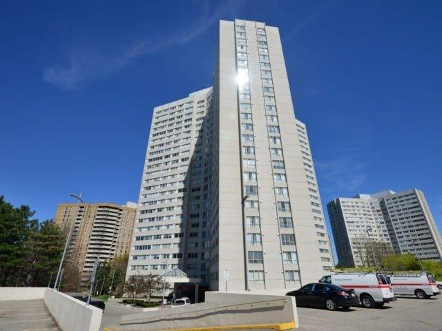 Condo Apartment at 3700 Kaneff Cres, Unit 2204, Mississauga, Ontario. Image 1