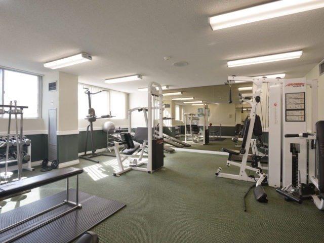 Condo Apartment at 3700 Kaneff Cres, Unit 2204, Mississauga, Ontario. Image 9