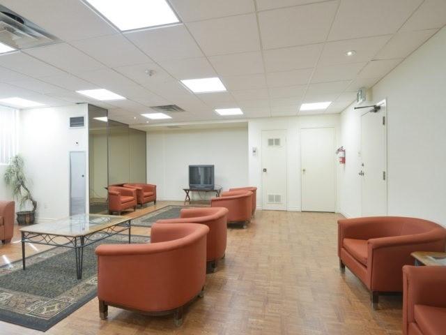 Condo Apartment at 3700 Kaneff Cres, Unit 2204, Mississauga, Ontario. Image 11
