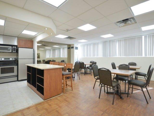 Condo Apartment at 3700 Kaneff Cres, Unit 2204, Mississauga, Ontario. Image 13