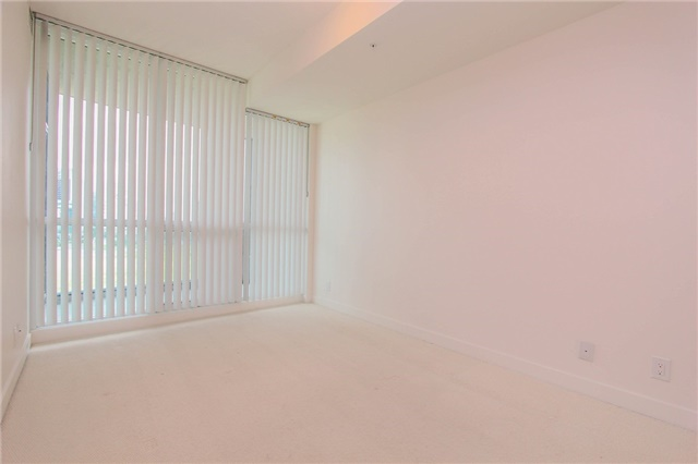 Condo Apartment at 3985 Grand Park Dr, Unit 712, Mississauga, Ontario. Image 4