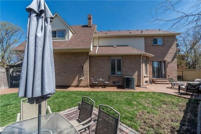 Detached at 6005 Tenth Line W, Mississauga, Ontario. Image 12