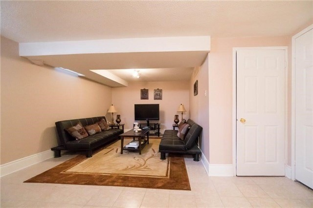 Detached at 6005 Tenth Line W, Mississauga, Ontario. Image 11
