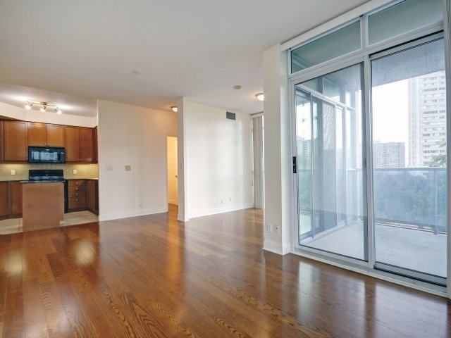 Condo Apartment at 90 Absolute Ave, Unit 506, Mississauga, Ontario. Image 19