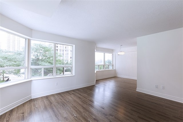 Condo Apartment at 325 Webb Dr, Unit 404, Mississauga, Ontario. Image 15