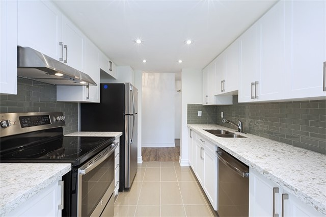 Condo Apartment at 325 Webb Dr, Unit 404, Mississauga, Ontario. Image 16