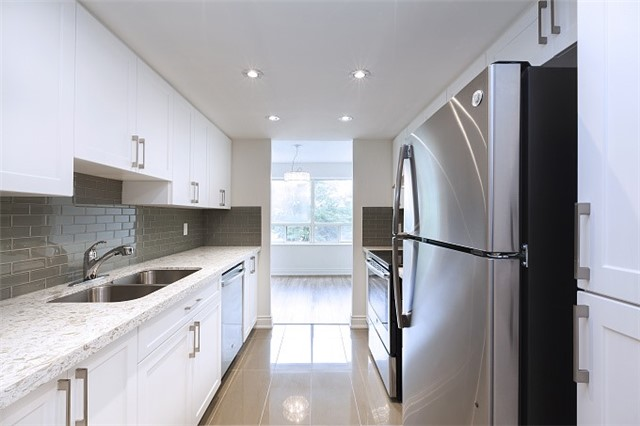 Condo Apartment at 325 Webb Dr, Unit 404, Mississauga, Ontario. Image 17