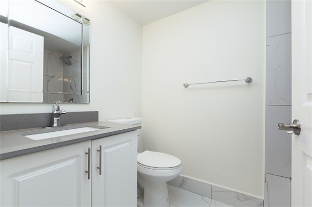 Condo Apartment at 325 Webb Dr, Unit 404, Mississauga, Ontario. Image 7