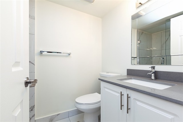 Condo Apartment at 325 Webb Dr, Unit 404, Mississauga, Ontario. Image 10