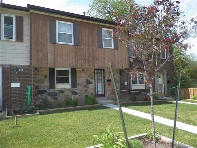 Condo Townhouse at 2825 Gananoque Dr, Unit 16, Mississauga, Ontario. Image 1