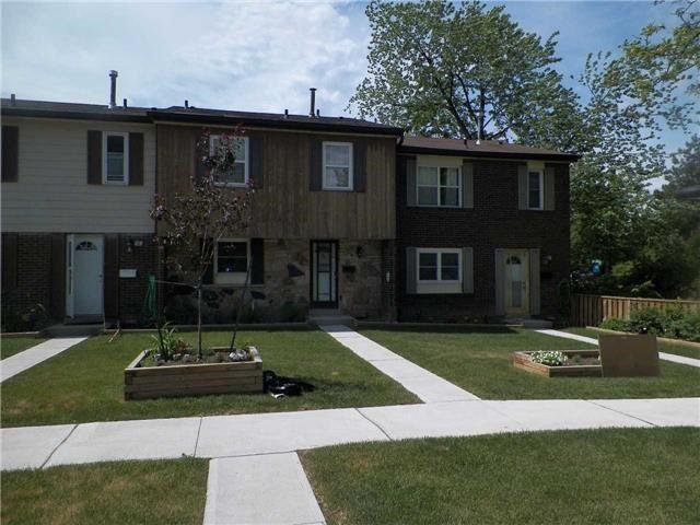 Condo Townhouse at 2825 Gananoque Dr, Unit 16, Mississauga, Ontario. Image 11
