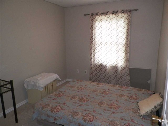 Condo Townhouse at 2825 Gananoque Dr, Unit 16, Mississauga, Ontario. Image 6