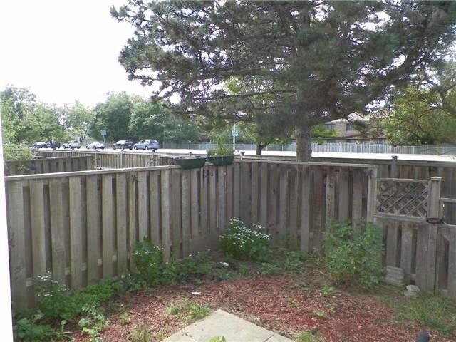 Condo Townhouse at 2825 Gananoque Dr, Unit 16, Mississauga, Ontario. Image 10