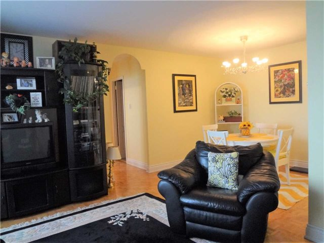 Condo Apartment at 3025 Queen Frederica Dr, Unit 1504, Mississauga, Ontario. Image 14