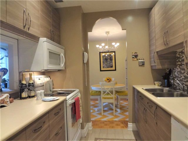 Condo Apartment at 3025 Queen Frederica Dr, Unit 1504, Mississauga, Ontario. Image 5