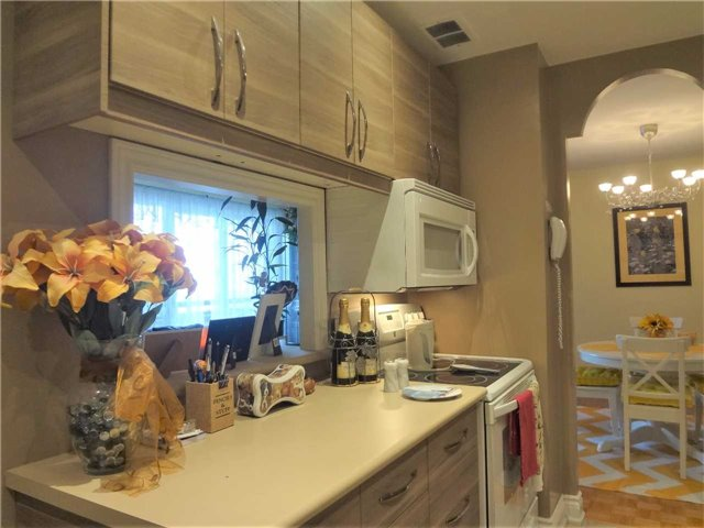 Condo Apartment at 3025 Queen Frederica Dr, Unit 1504, Mississauga, Ontario. Image 6