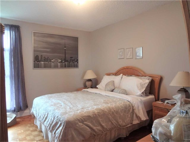 Condo Apartment at 3025 Queen Frederica Dr, Unit 1504, Mississauga, Ontario. Image 7