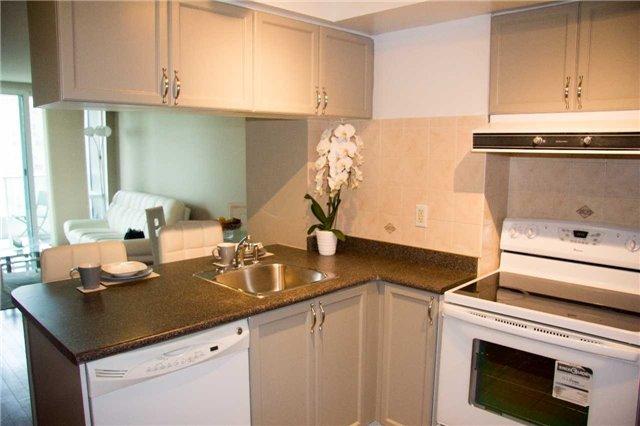 Condo Apartment at 1 Elm Dr, Unit 1907, Mississauga, Ontario. Image 11