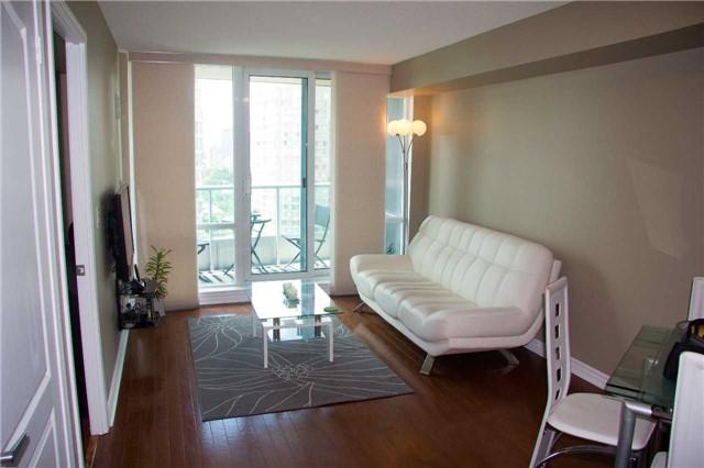 Condo Apartment at 1 Elm Dr, Unit 1907, Mississauga, Ontario. Image 14
