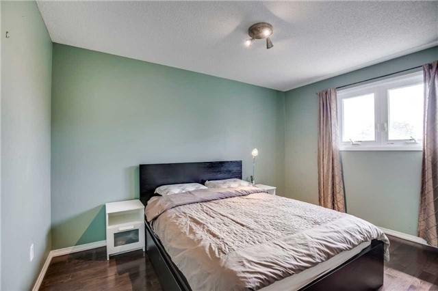 Detached at 1329 Leighland Rd, Burlington, Ontario. Image 5