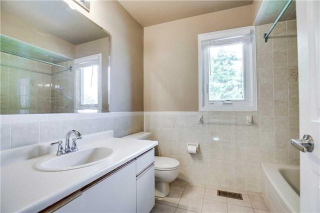 Detached at 1329 Leighland Rd, Burlington, Ontario. Image 7