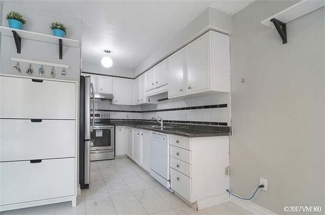 Condo Townhouse at 5020 Delaware Dr, Unit 5, Mississauga, Ontario. Image 20