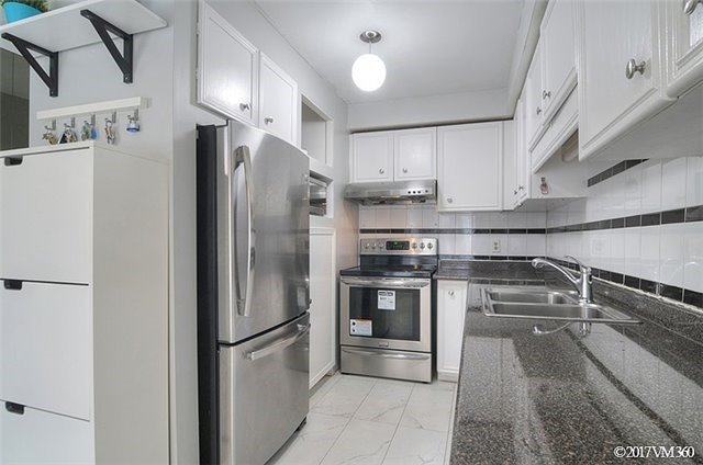 Condo Townhouse at 5020 Delaware Dr, Unit 5, Mississauga, Ontario. Image 2