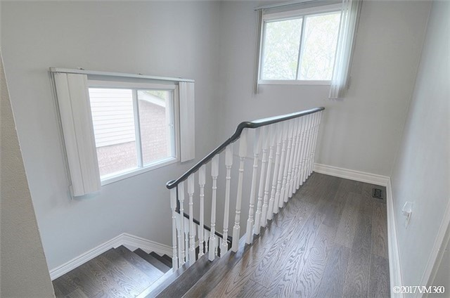 Condo Townhouse at 5020 Delaware Dr, Unit 5, Mississauga, Ontario. Image 5