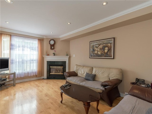 Detached at 3345 Grand Park Dr, Mississauga, Ontario. Image 13