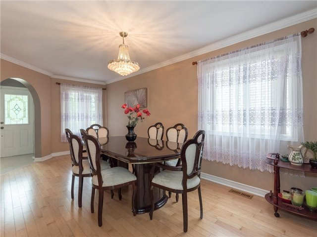 Detached at 3345 Grand Park Dr, Mississauga, Ontario. Image 3