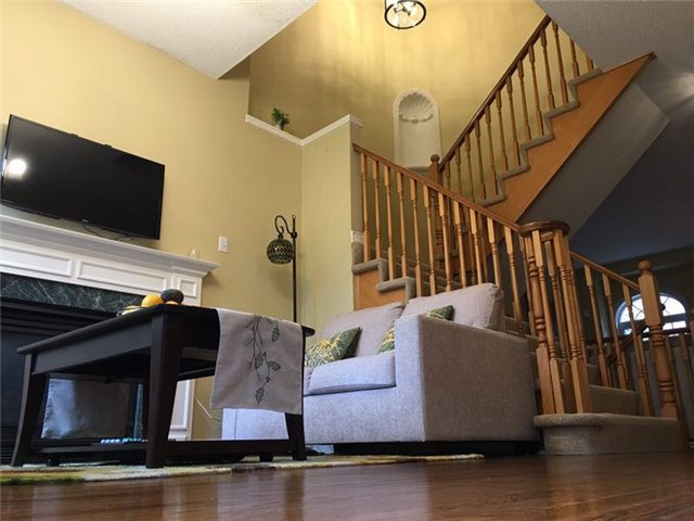 Townhouse at 2235 Rockingham Dr, Oakville, Ontario. Image 2
