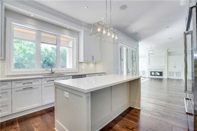 Detached at 422 Tennyson Dr, Oakville, Ontario. Image 2