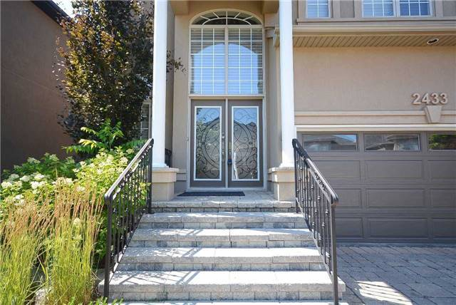Detached at 2433 Kwinter Rd, Oakville, Ontario. Image 12