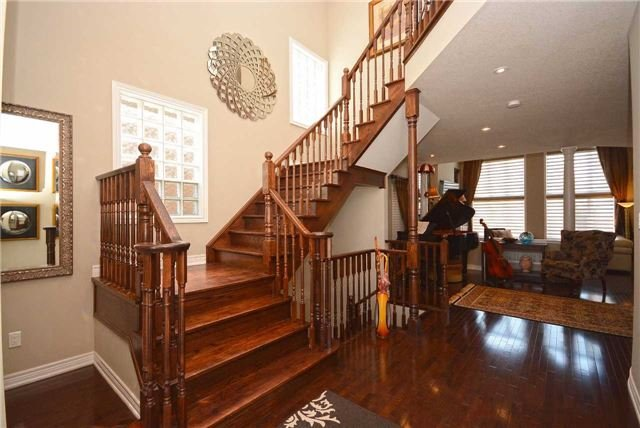 Detached at 2433 Kwinter Rd, Oakville, Ontario. Image 15