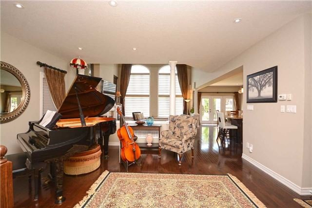 Detached at 2433 Kwinter Rd, Oakville, Ontario. Image 16