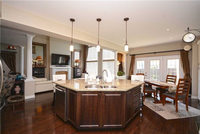 Detached at 2433 Kwinter Rd, Oakville, Ontario. Image 20