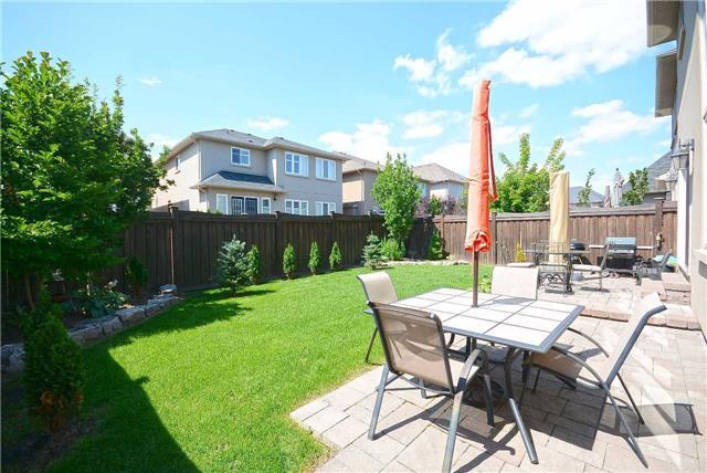 Detached at 2433 Kwinter Rd, Oakville, Ontario. Image 13