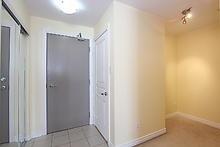 Condo Apartment at 3525 Kariya Dr, Unit 3008, Mississauga, Ontario. Image 16
