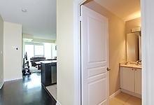 Condo Apartment at 3525 Kariya Dr, Unit 3008, Mississauga, Ontario. Image 2
