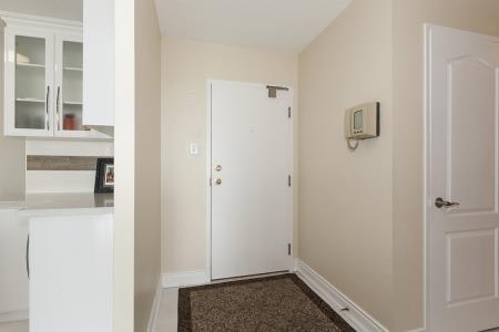 Condo Apartment at 26 Hanover Rd, Unit 1210, Brampton, Ontario. Image 10