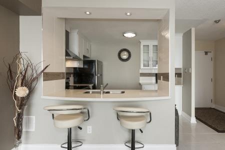 Condo Apartment at 26 Hanover Rd, Unit 1210, Brampton, Ontario. Image 14
